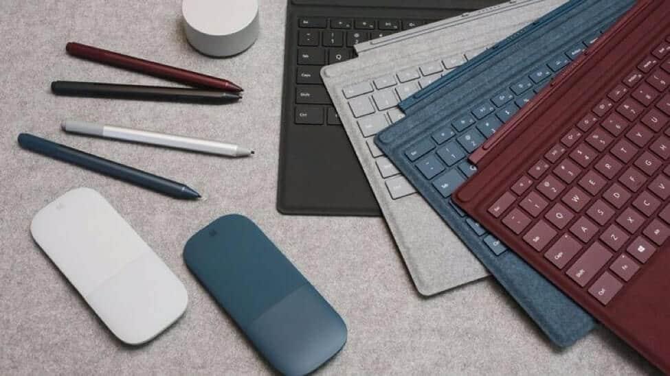 Các phụ kiện của Surface Pro 5, bao gồm: chuột Surface Mouse, bút Surface Pen, bàn phím Surface Type Cover, và Surface Dial