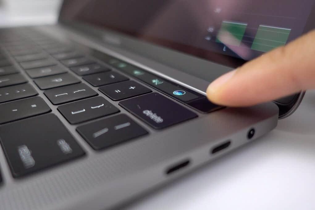 MacBook Pro 2019 MV902 tích hợp sử dụng cả Touch Bar và Touch ID