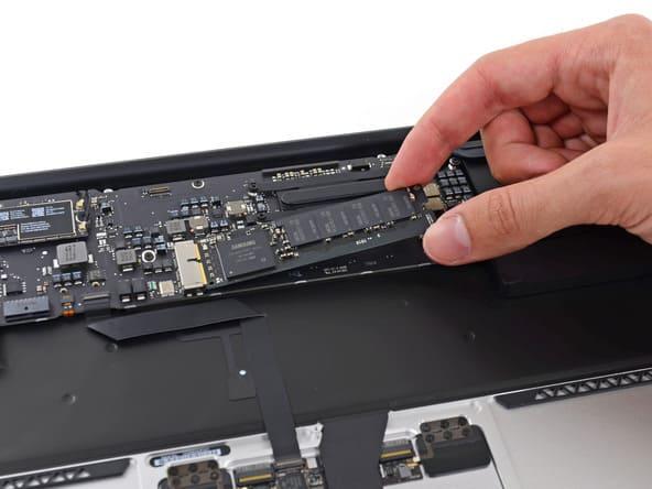 Ổ cứng SSD và RAM của MacBook Pro 2019 MV972