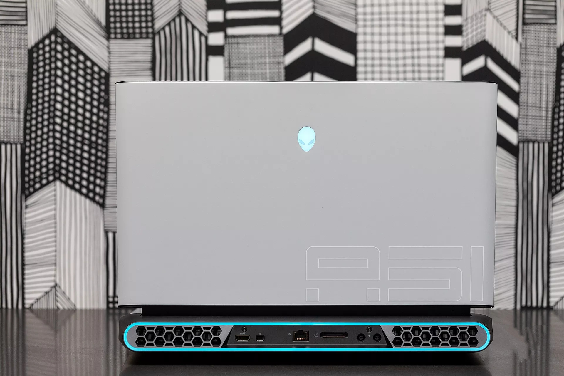 dell_alienware_area_51m_laptopvang.com
